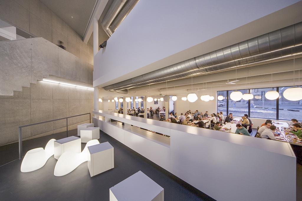 Sociale Dienst Antwerpen ontworpen door Paul van de Poel en Partners, Antwerpen.